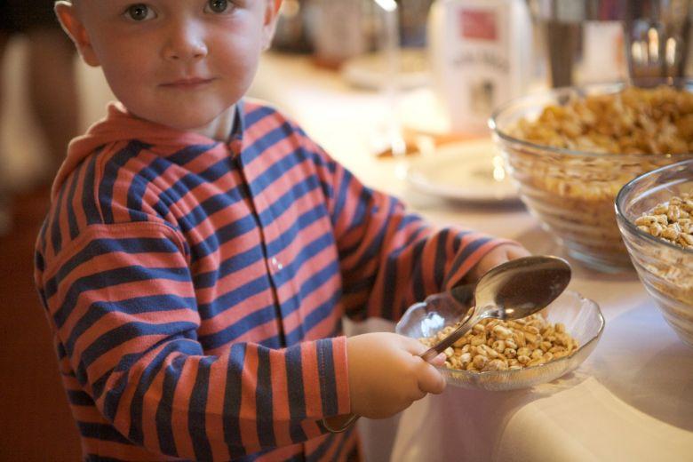 Kinderfrühstücksbuffet, gesundes und regionale Mahlzeit, Stressfreier Familienurlaub