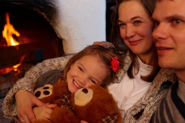 Zeit zu Zweit, Familienzeit, Familienerlebnisse, Kaminbar im Winterurlaub
