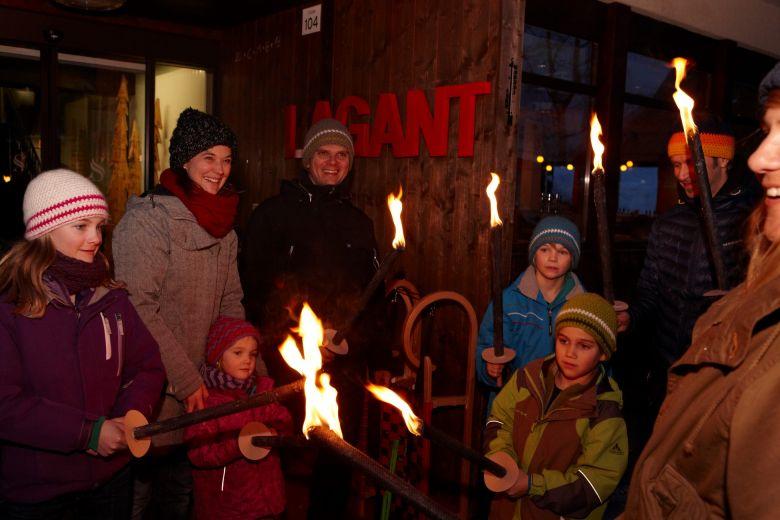Fackelwanderung, Eltern-Kind-Erlebnisse in der Natur, Organisierte Events vom Hotel Lagant