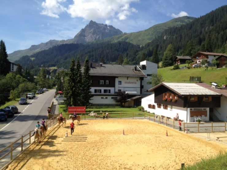 Reitplatz, Reiten, Hotel Mateera, Gargellen, Montafon, Vorarlberg, Österreich